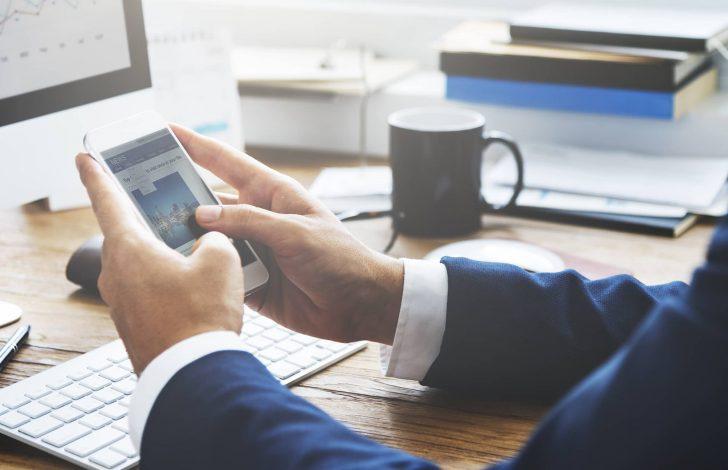 business broker reading ibbainsights spring 2021 on phone